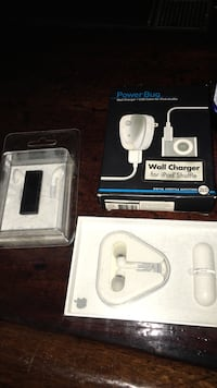 IPod shuffle with accessories Barberton, 44203