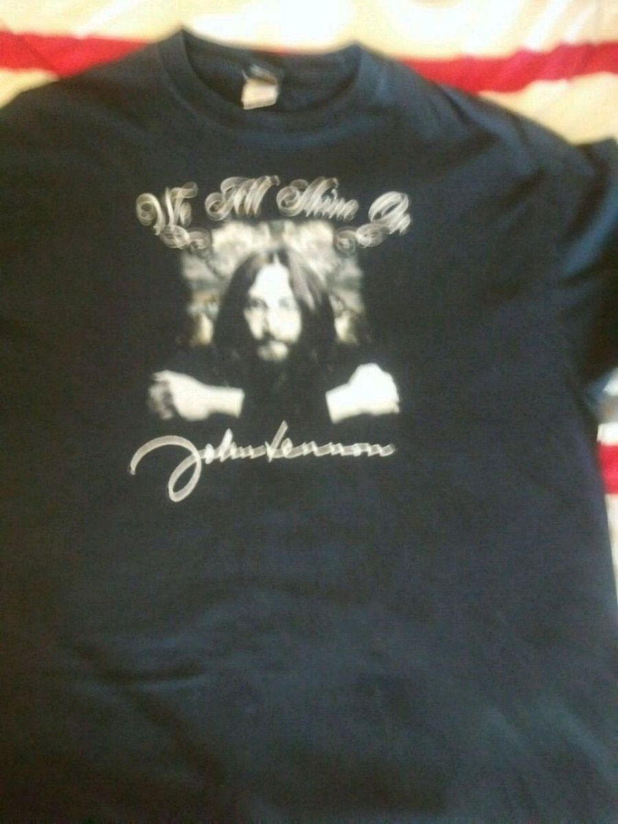 Photo John Lennon t shirt ...worn once