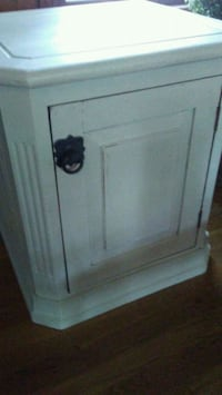 White Wash End Table Newport News, 23602