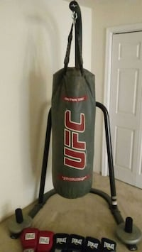 black and red UFC heavy bag Stafford, 22554
