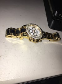 round gold-colored chronograph watch with link bracelet 55 km
