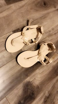 New size 9 Pair of white-and-brown guess sandals 550 km