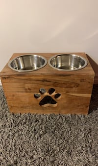 Dog bowl raised