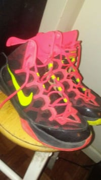 pair of red-and-black Nike basketball shoes Baltimore, 21217