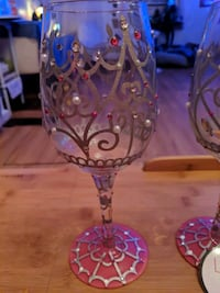 (2) Lolita My Tiara Artisian painted wine glasses   Halethorpe, 21227