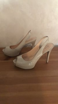 Guess patent leather pumps size 10 worn once  La Crescenta, 91214