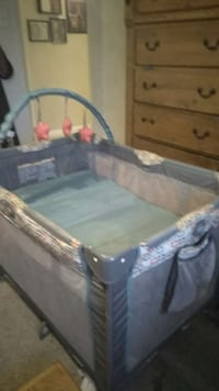 baby's gray and white travel cot Bakersfield, 93307