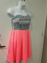 NEW Dress size medium with tags attached  Vista, 92084