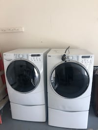 white front load washing machine and dryer set Beltsville, 20705