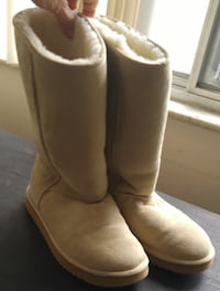 OAKVILLE WOMENS SIZE 9 SHEEPSKIN BOOTS Like New