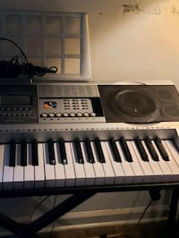 Keyboard with mic and stand  Woodbridge, 22192