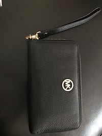 Black leather michael kors wristlet Toronto, M1P 4P5