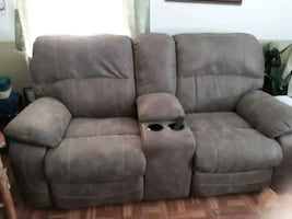 Electric recliner loveseat