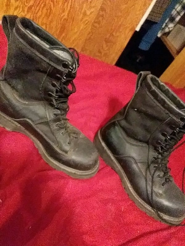 Army boots  a4a6cd18-f204-4899-9bf9-e99fef035085