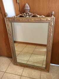 Gold tone wall mirror Palos Hills, 60465