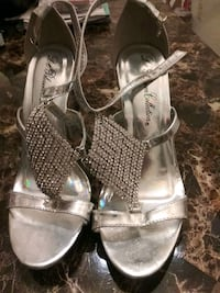 pair of gray leather open toe ankle strap heels S Damascus, 20872