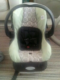 baby's white and green car seat carrier Hamilton, L9C 5Z4