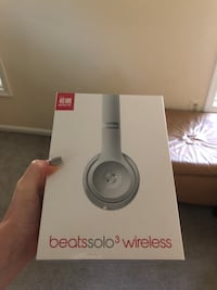 silver Beats Solo 3 wireless box Burke, 22015