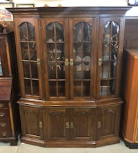 Pennsylvania House Cherry Wood Glass Front China Cabinet Syracuse
