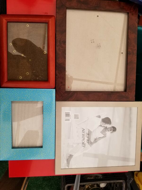 Lots of picture frames 0d5c01f0-27b6-429c-bab9-097fcae46634