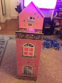 Pink and purple plastic doll house Riverdale, 20737