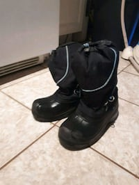 pair of black snow boots Barrie, L4N 1C8