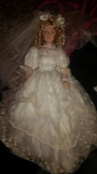 Two porcelain wedding dolls Robersonville