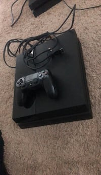 Ps4 500GB comes with two games Silver Spring, 20901
