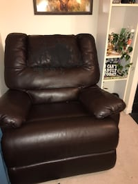 FREE xl comfy recliner  North Potomac, 20850