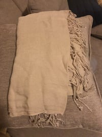 Beige scarf New York, 11377