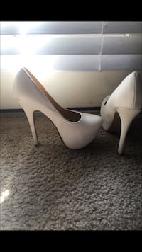 Good condition only used them once for my wedding asking 15