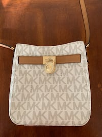 Michael Kors small crossbody  556 mi
