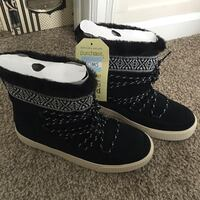 TOMS Black Women's Alpine Waterproof Boots NEW - size 7 Lake Ridge, 22192