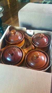 four brown ceramic bowls with box Vancouver, V6K 3S4