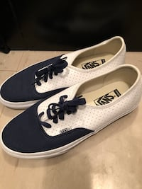 White and navy Vans size 8.5 Toronto, M1T