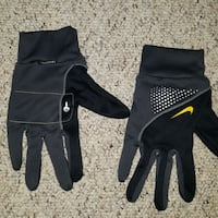 Nike woman's gloves  Guelph, N1K 1P5