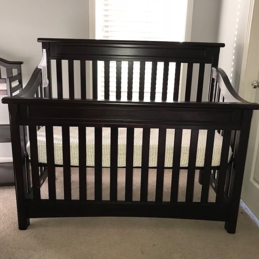 4-in-1 crib w/ mattress and changing table