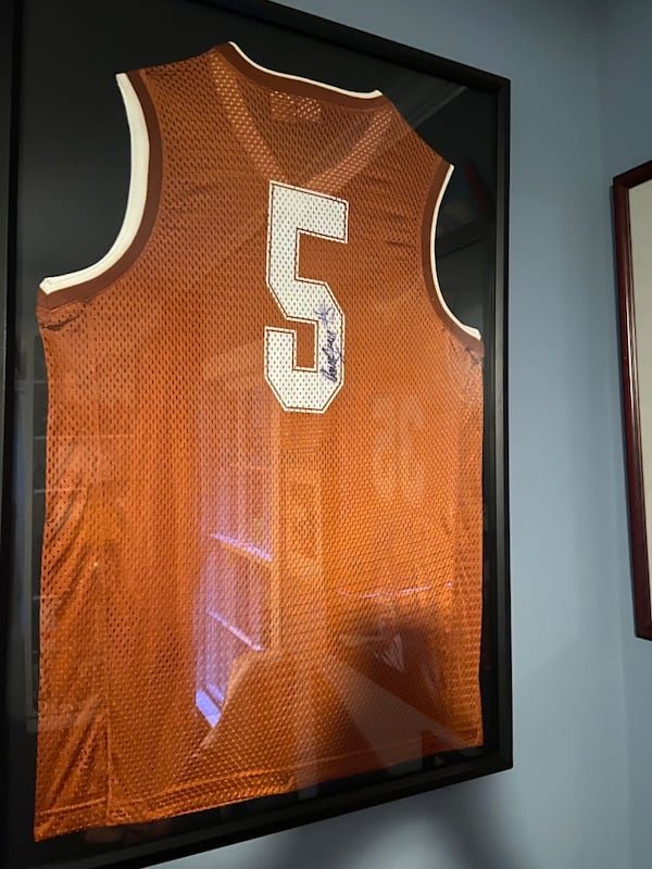Authentic Damion James signed UT basketball Jersey f96def4e-65f9-42ee-ba0a-4279075521cc