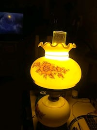 yellow and white table lamp Alexandria, 22310