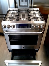 GE CAFE GAS STOVE 30' STANLESSES  تورونتو
