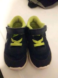 pair of black-and-green Nike sneakers Belton, 76513