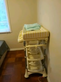 Baby bath and changing station  Glenarden, 20706