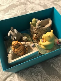Winnie the pooh book holders from birks. Brand new in box  Montréal, H1C 0E1