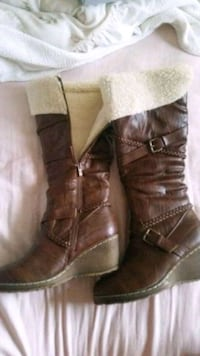 pair of brown leather boots Kitchener