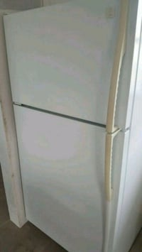 white top-mount refrigerator Lincoln, L0R 1B6