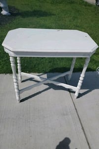 white table Oakland County, 48350