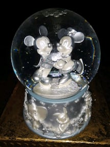 VINTAGE DISNEY'S ON ICE COLLECTABLE SNOW GLOBE
