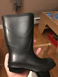 Pair of black rain boots New Westminster, V3M 1Y9