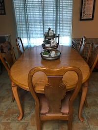 Dining table and 5 chairs Killeen, 76549