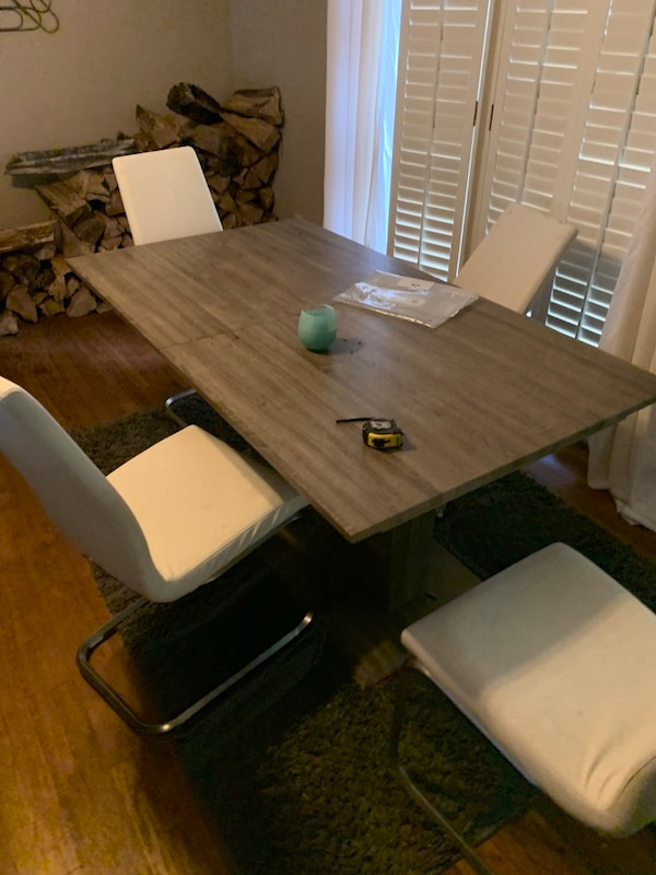 Rooms To Go Modern Table And 3 Chairs On Chair Is Bent